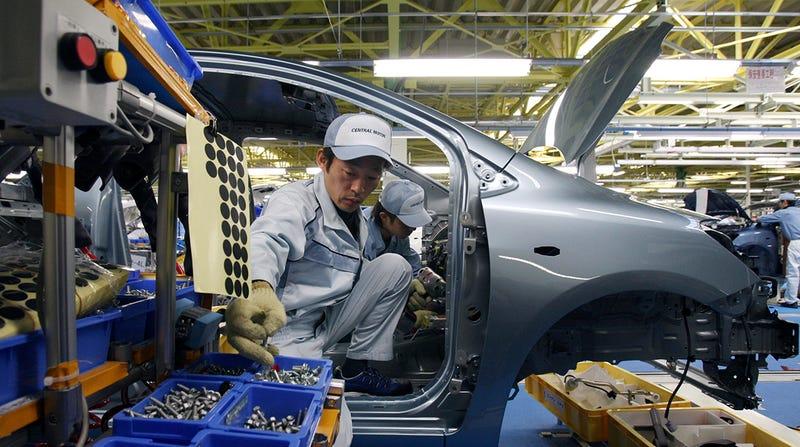 Toyota empieza a sustituir robots por personas en sus fábricas