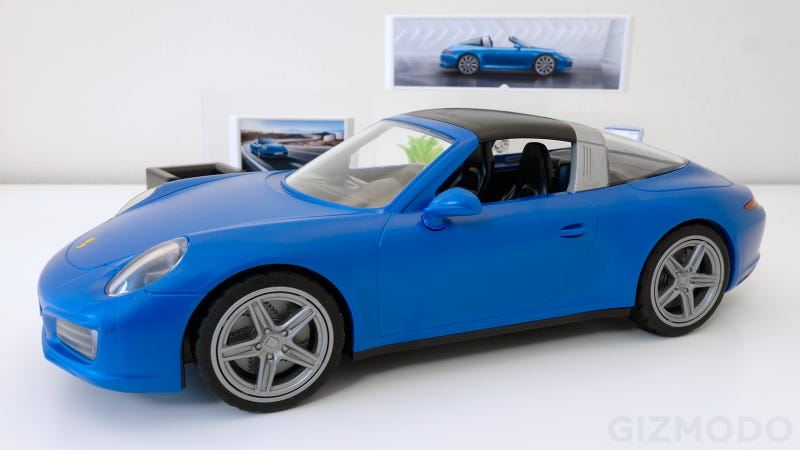 Illustration for article titled The Best Car Reveal This Week Might Be Playmobil's Gorgeous New Porsche 911 Targa 4S