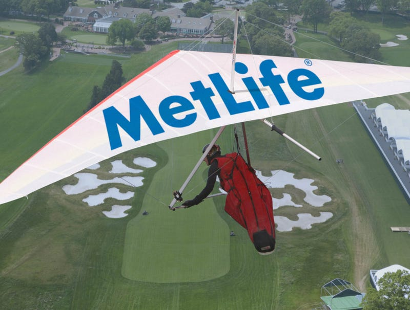 Illustration for article titled MetLife Hang Glider Providing Aerial Footage For This Year's U.S. Open