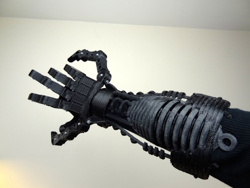 Illustration for article titled This Guy Is Making A 3D-Printed, Steampunk-Inspired Xenomorph Suit