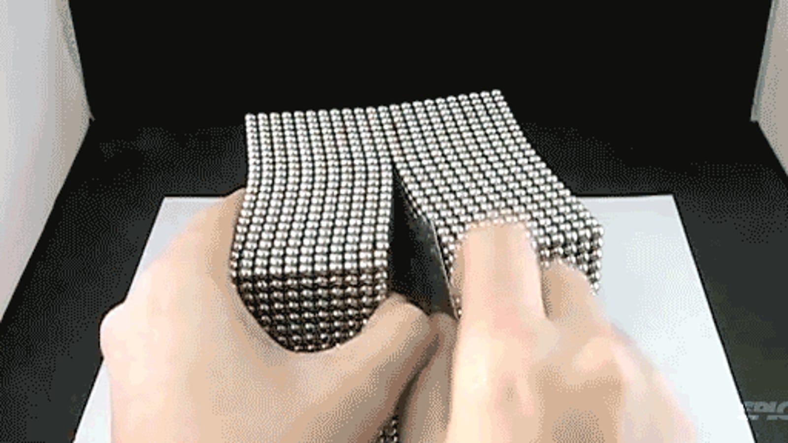 Deshacer un cubo de 10.000 imanes es mucho más divertido que hacerlo
