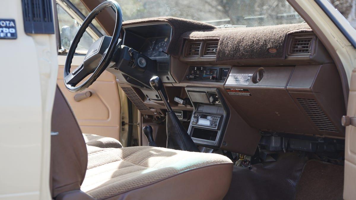 1987 toyota pickup dash