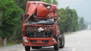 Illustration for article titled Chinese driver keeps on truckin' in wrecked semi
