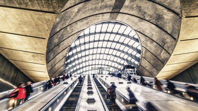 Illustration for article titled Prohibir caminar por las escaleras mecánicas puede acelerar el paso en el metro de Londres