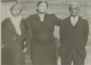 Relatives believed to be Lula (left) and Noah Craig  flanking a daughter, date unknown (courtesy of Sheila Craig Western)