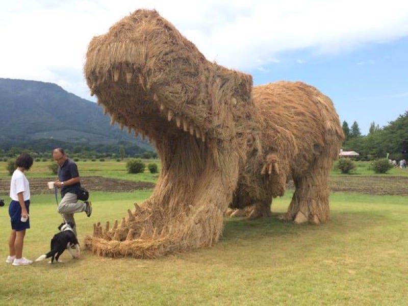 Illustration for article titled Straw Dinosaurs Appear in Japanese Fields, Try To Eat Humans