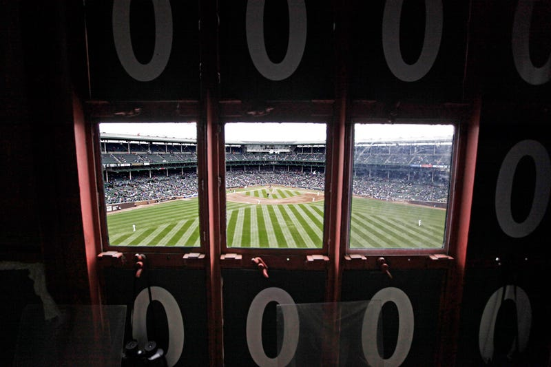 Illustration for article titled Rare Photos Of Wrigley's Scoreboard Mark Its 100th Anniversary