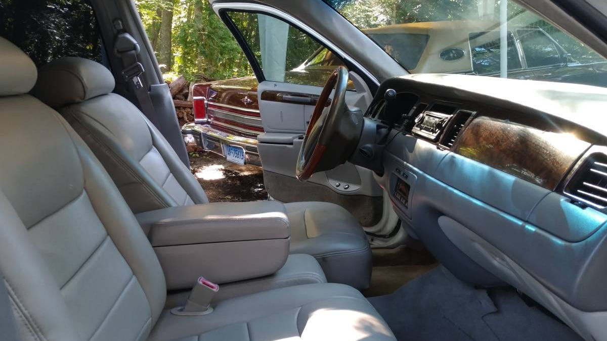 At 7 500 Would You Go To Town In This Custom 2000 Lincoln Town Car