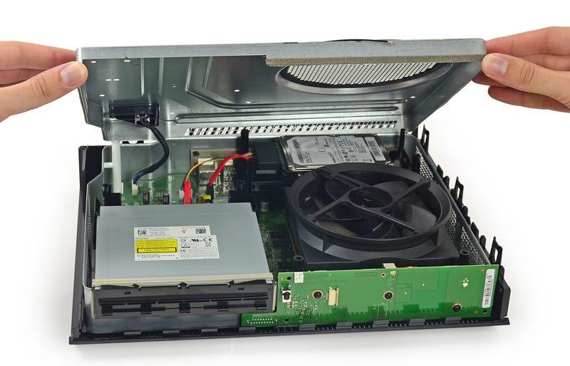 Illustration for article titled La Xbox One pasa por la mesa de autopsias: el lujo es el espacio