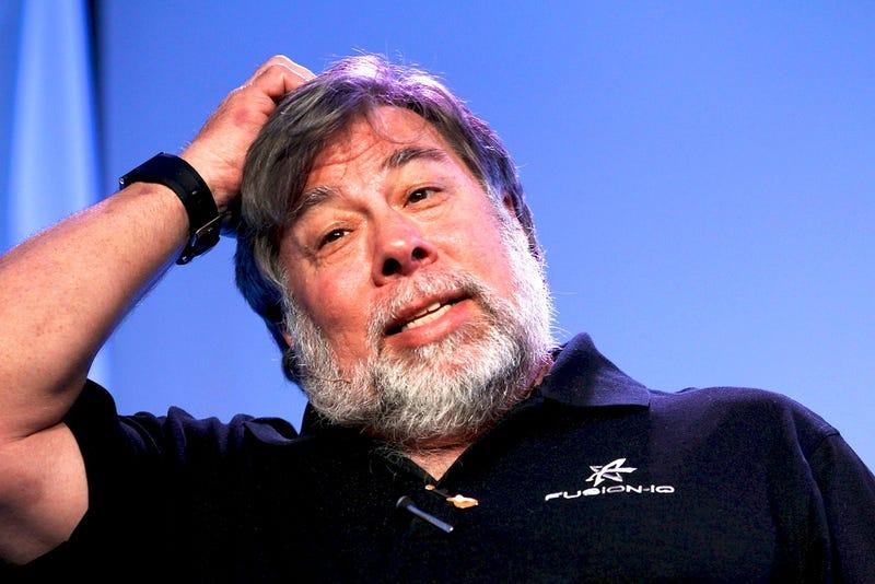 Illustration for article titled 35 objetos (o más) que Steve Wozniak lleva siempre en su mochila