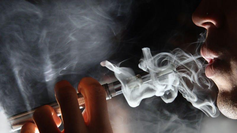 Illustration for article titled Cerca de 100 personas tienen enfermedades pulmonares relacionadas con el vapeo, y nadie sabe por qué