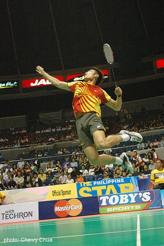 Illustration for article titled Chinese Badminton Bad Boy, Super Dan, Sets the Ladies Swooning