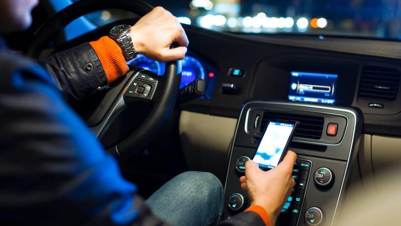 Illustration for article titled Aumentan un 8% las muertes en carretera de Estados Unidos y el smartphone atrae las miradas