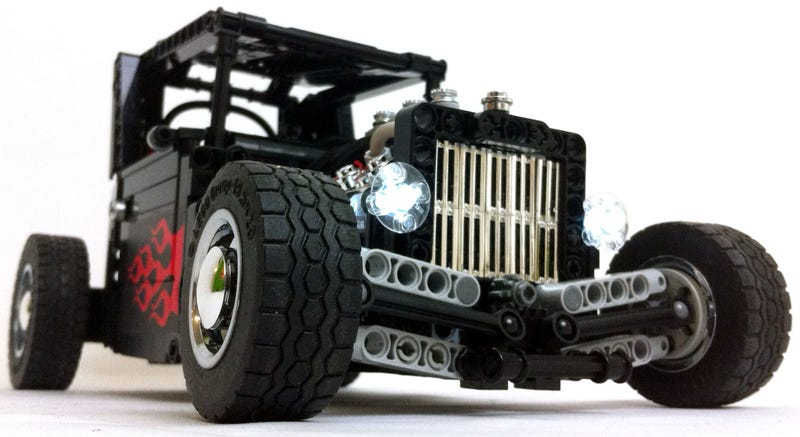 Illustration for article titled Watch this badass remote controlled Lego hot rod do donuts