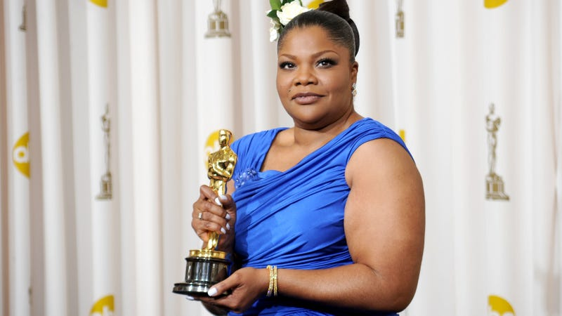 Mo'Nique, posing with her Oscar for best supporting actress for her role in Precious, at the Kodak Theatre in Hollywood, Calif., on March 7, 2010 (Jason Merritt/Getty Images)