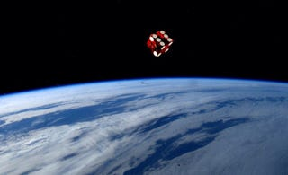 Illustration for article titled This image of a dice rolling in space over the Earth is not a photoshop
