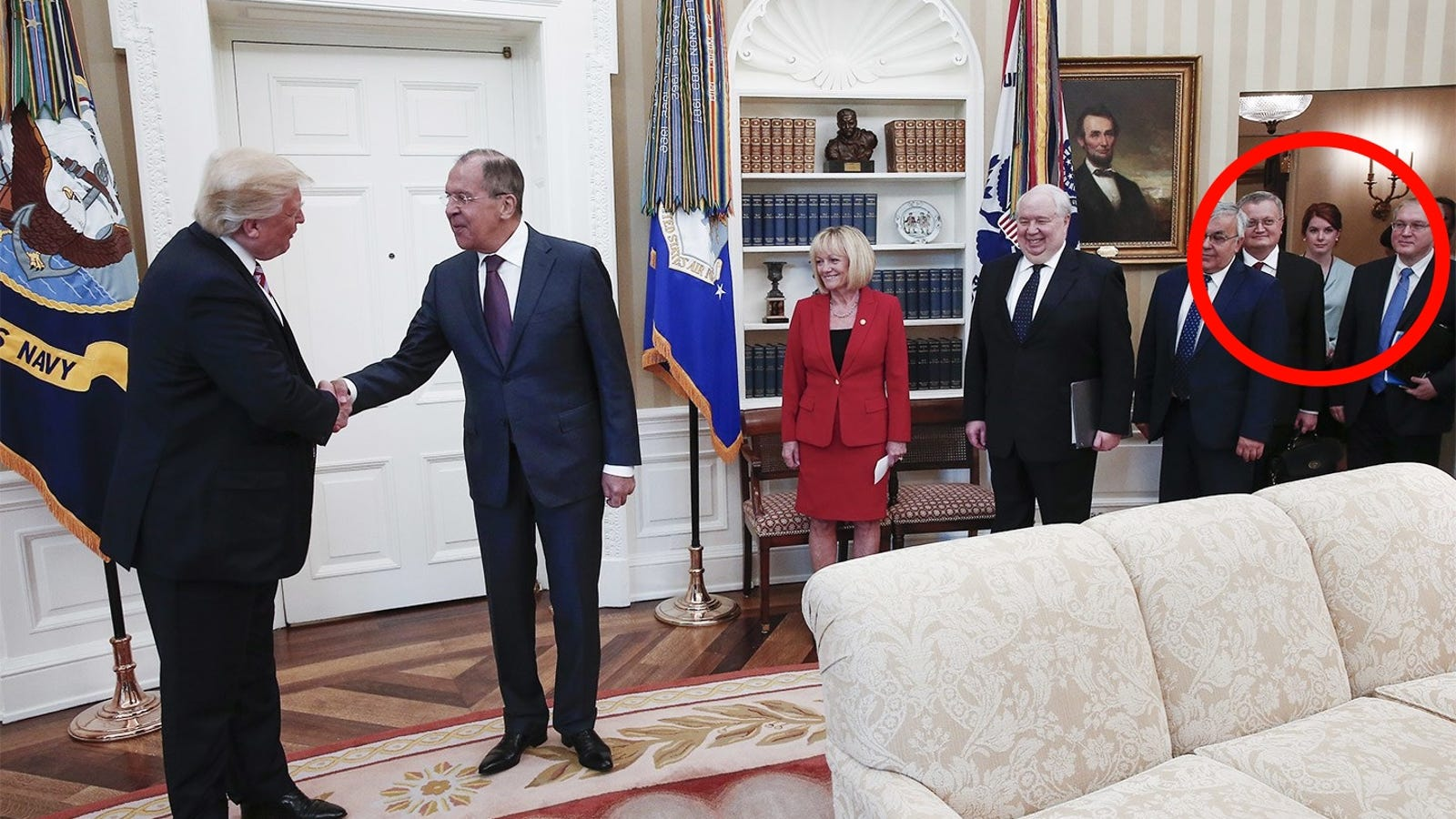 This Viral Photo Doesn't Show Maria Butina in an Oval Office Meeting With Trump