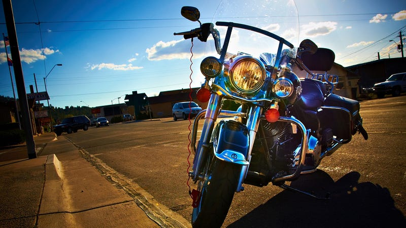 """Illustration for article titled Apple Had to Acquire Its """"Lightning"""" Trademark From Harley-Davidson"""