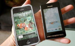 Illustration for article titled Settling this iPhone vs. LG Prada Nonsense