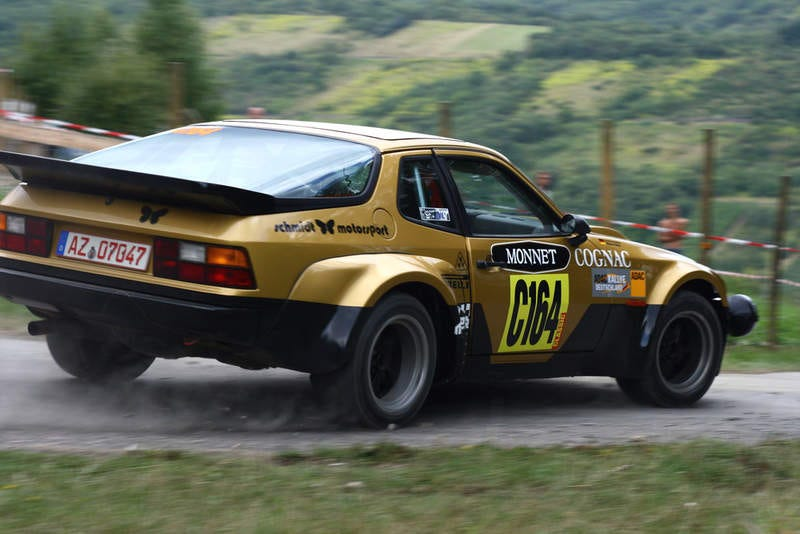 This is a Porsche 924 Carrera GTS Rallye, in case you want to Google it...