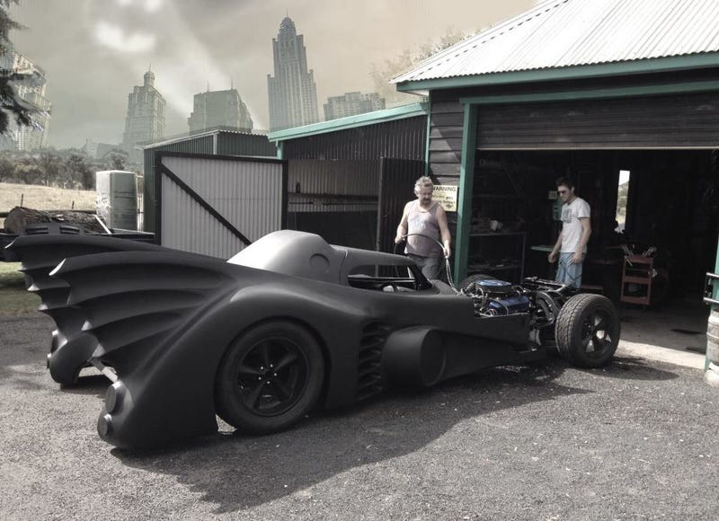 Illustration for article titled Guy spent two years building a working replica of the 1989 Batmobile