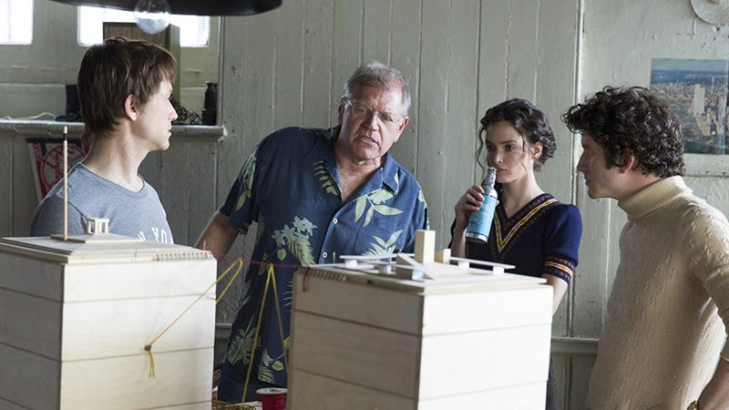 Robert Zemeckis (center) on the set of The Walk. Image: Sony