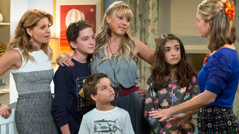 Illustration for article titled Fuller House won't have to cut it out as Netflix orders a second season