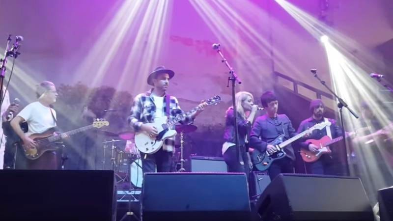 Marr on stage with Broken Social Scene. (Screenshot: Youtube)