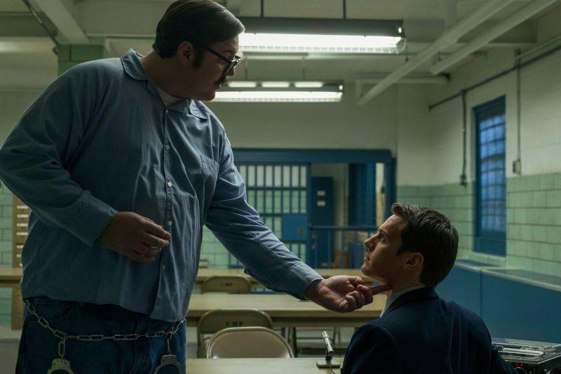 Cameron Britton, Jonathan Groff (Photo: Merrick Morton/Netflix)