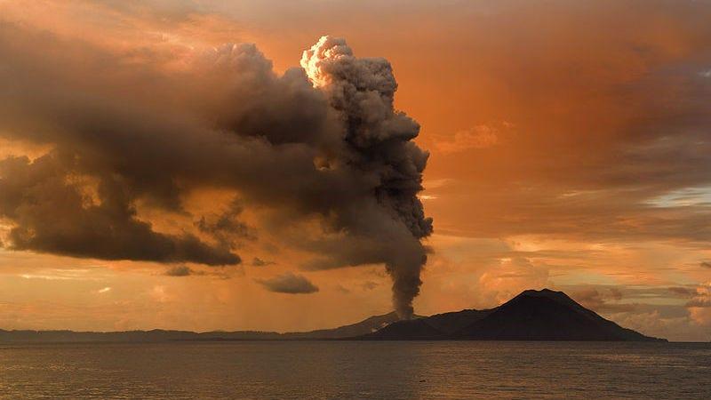 Tavurvur volcano eruption, 2009 (Image: Taro Taylor)