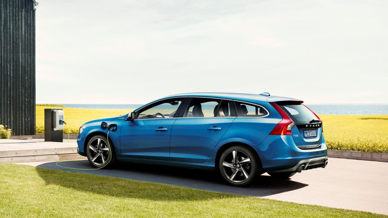 the volvo v60 r design hybrid is the eco family wagon i. Black Bedroom Furniture Sets. Home Design Ideas