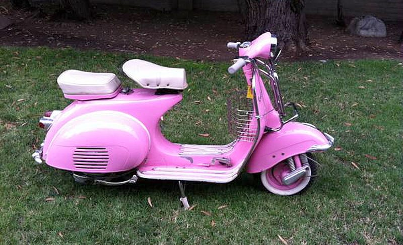 Illustration for article titled For $2,500, This 1960-Something Piaggio Vespa Could Make You Pretty In Pink