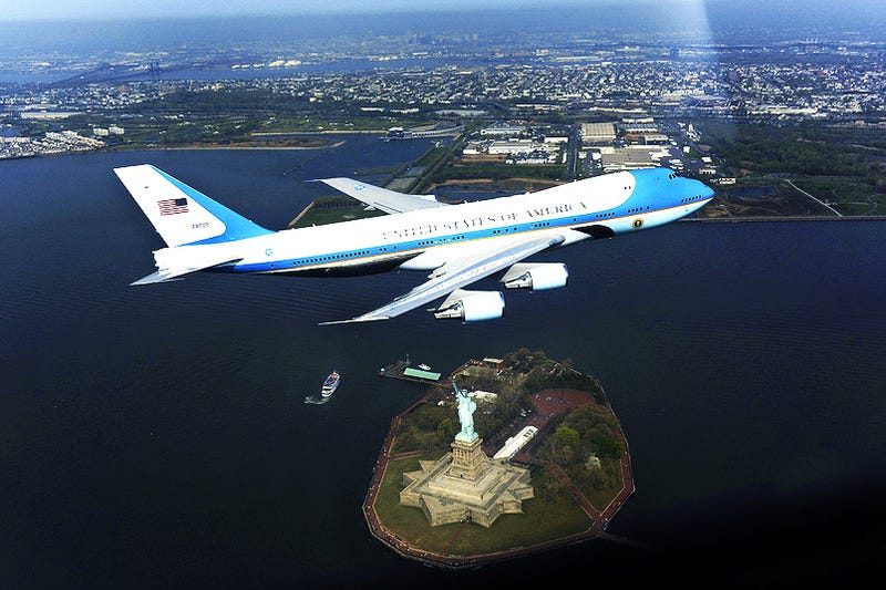 Illustration for article titled This Is What A $328,000 Air Force One Photo Looks Like