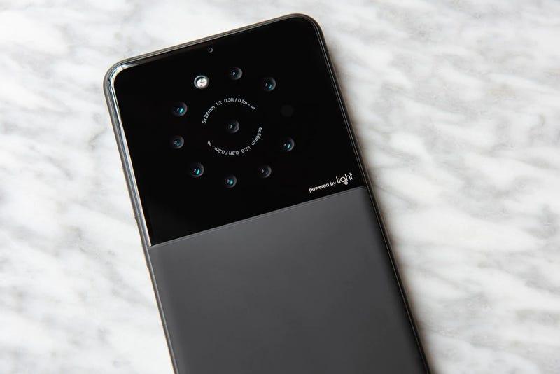 El nuevo prototipo de Light con sus nueve cámaras traseras.