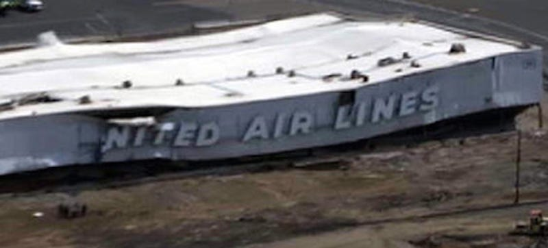 Illustration for article titled Hangar Collapses At Newark Liberty International Airport, Four Injured