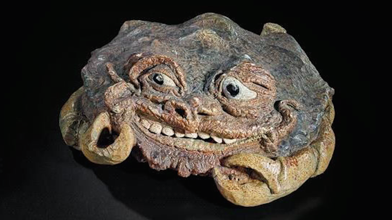 Illustration for article titled Some Summer Product Recommendations from This 'Truly Grotesque' Ceramic Crab With Eyes