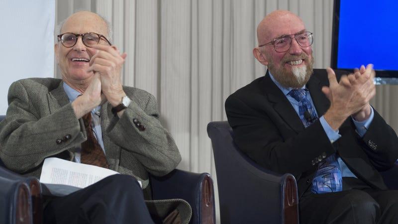 Los cofundadores de LIGO, Rainer Weiss y Kip Thorne, durante el anuncio de la detección de ondas gravitacionales. Imagen: Getty