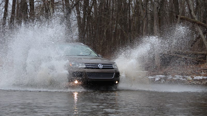 Illustration for article titled 2014 VW Touareg TDI Loves Snow And Splashes In 'Off-Road Mode'