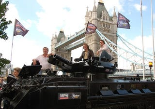 Illustration for article titled Top Gear Invades London, Takes Tower Bridge With Tank