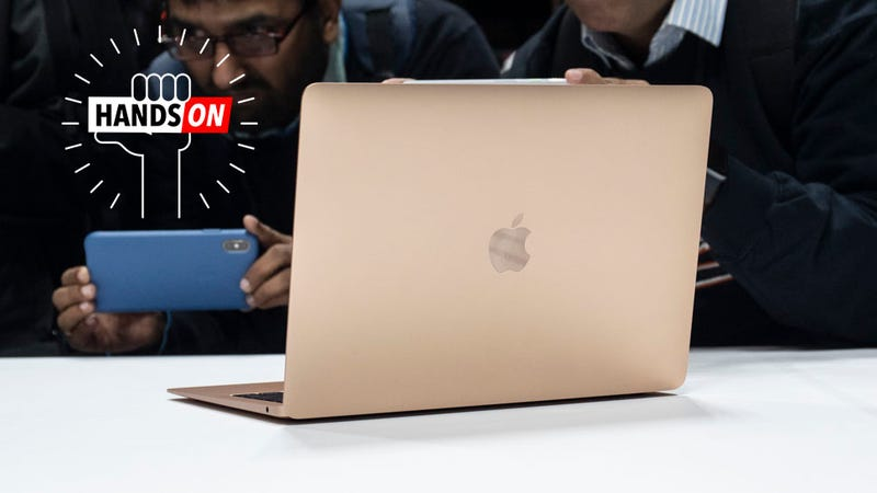Illustration for article titled The New MacBook Air Has Made the MacBook a Terrible Buy