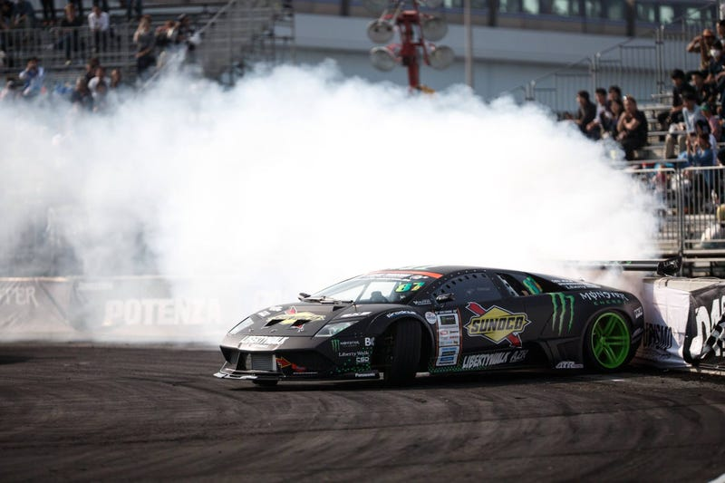 Illustration for article titled This Lamborghini Vs. Lexus LFA Supercar Drift Battle Is Real