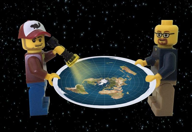 """Illustration for article titled Un investigador acudió a una convención de """"tierraplanistas"""" para que nadie más tuviera que hacerlo. Esto fue lo que aprendió"""