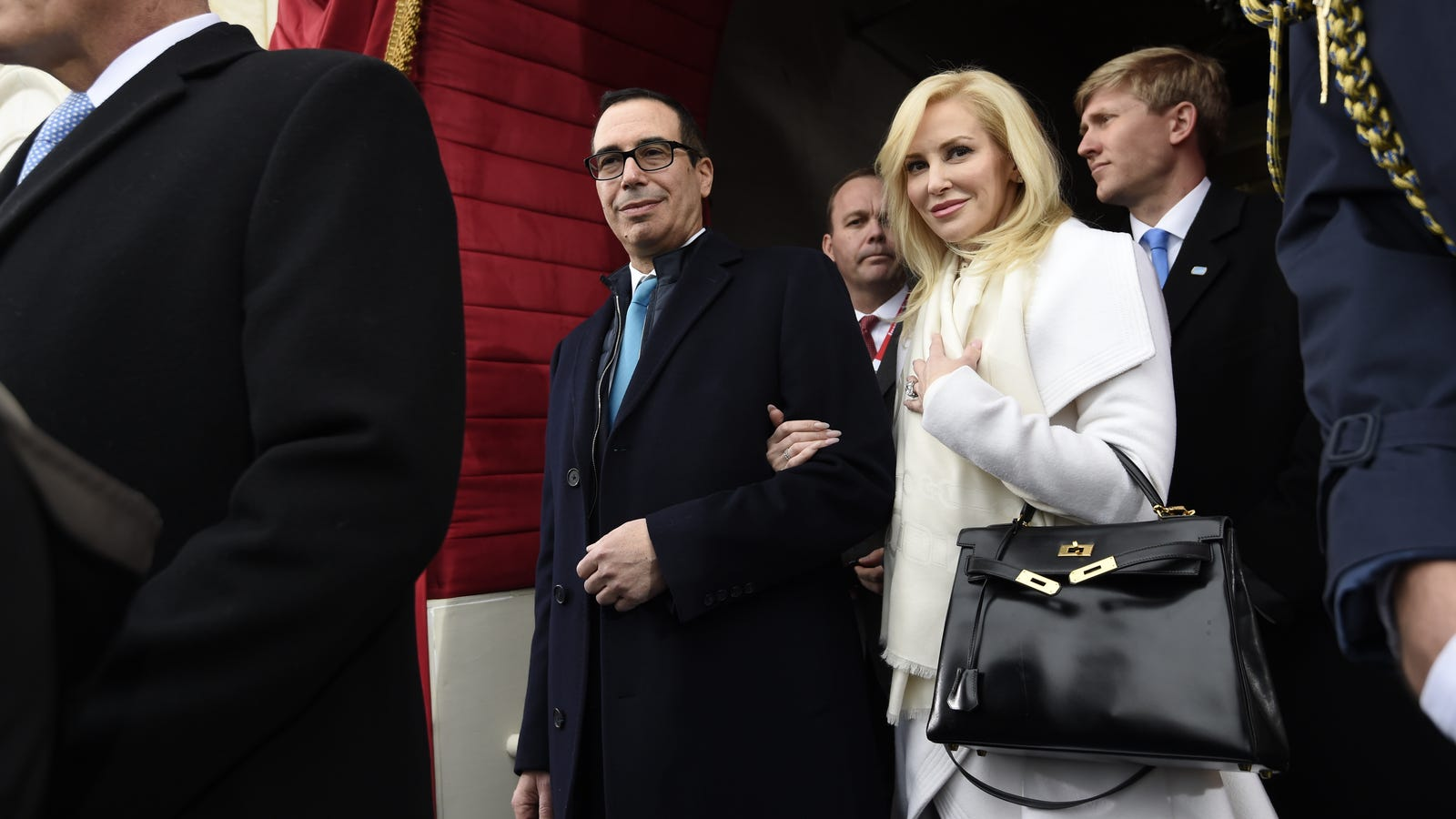 nd7hmawv6se1avsqmqze - Louise Linton Swears She's Relatable, Wears SoulCycle Gear 'Every Single Day of My Life'