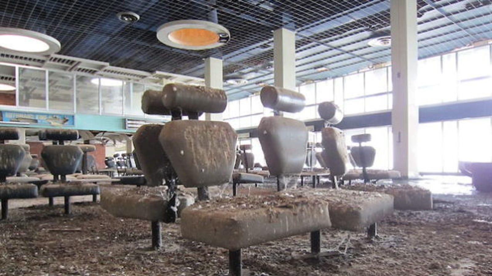 Las imágenes más desoladoras de aeropuertos abandonados