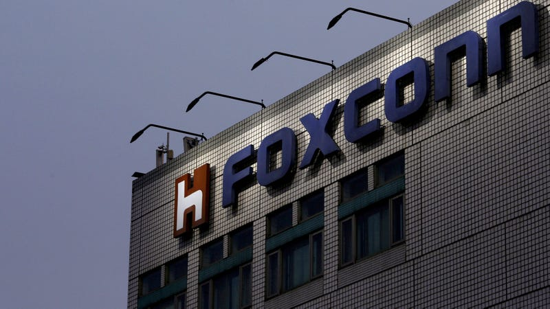 Illustration for article titled First Automated Foxconn Machine Immediately Tries To Commit Suicide
