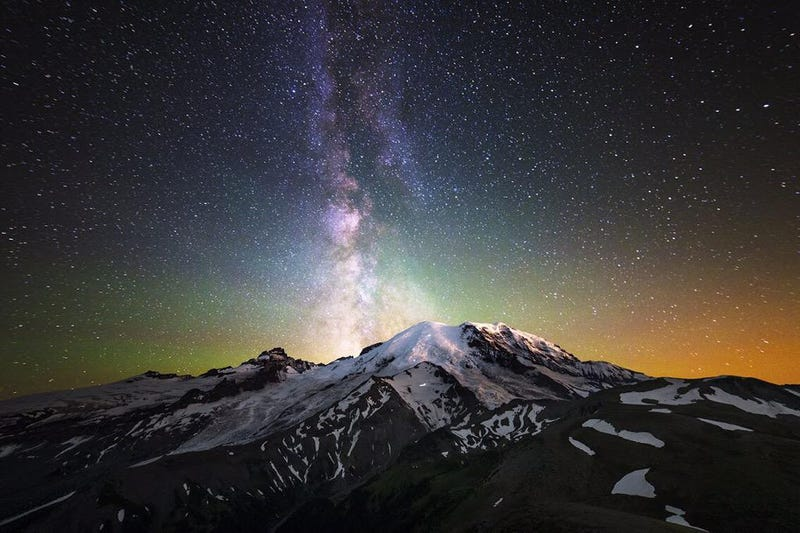 Illustration for article titled The Milky Way Is Breathtaking At Mount Rainier National Park