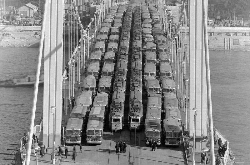 Illustration for article titled Budapest's Elisabeth Bridge Turned 50 Today