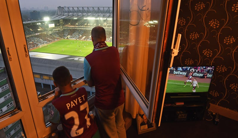 Illustration for article titled The Atmosphere At The Boleyn Ground Last Night Was Fantastic