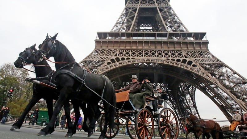 Illustration for article titled All the Pretty French Horses Promenade in Paris