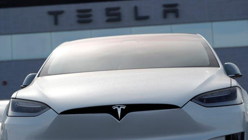 Los nuevos compradores del los Model X y Model S de Tesla recibirán recargas gratis ilimitadas.